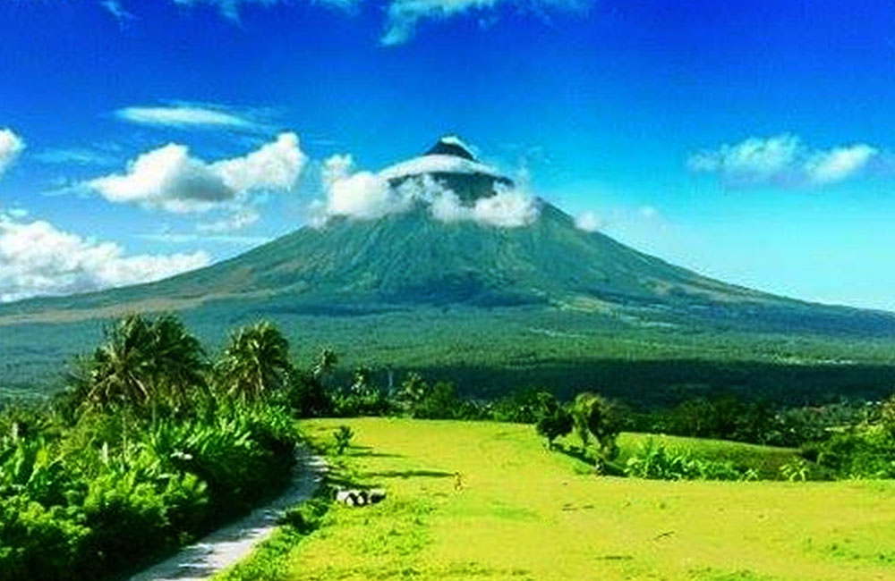 Beautiful places to travel- Mount Mayon volcano